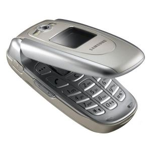 Samsung E620 Silver (flip up) - Special offer on a traditional FLIP phone.
